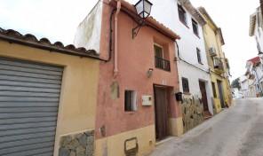 Baix Raval townhouse in Bolulla