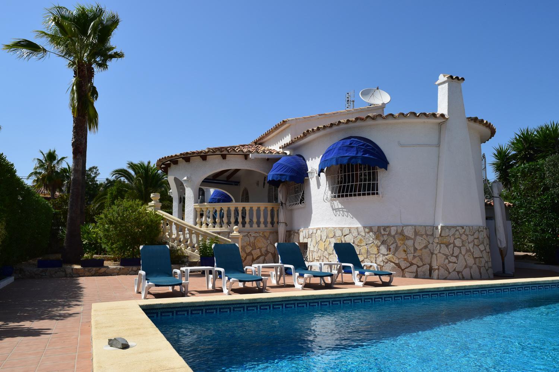 Villa la vallesa ii en calpe comprar y vender casa en for Villas en calpe con piscina