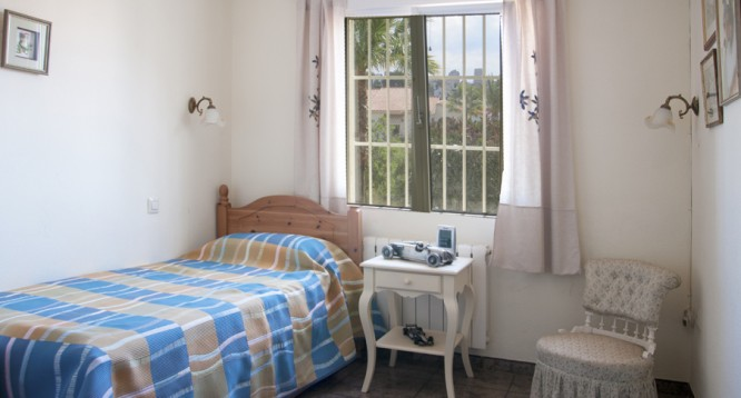 upstairs double bedroom 2  RJW_5603